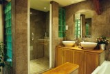 360-05-mammoth-bathroom-215667