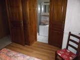 Amaryllis-3-chambre-sdb-location-appartement-chalet-Les-Gets
