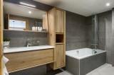 Annapurna-A105-salle-de-bain-location-appartement-chalet-Les-Gets