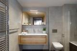 Annapurna-B104-salle-de-bain3-location-appartement-chalet-Les-Gets