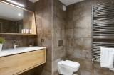 Annapurna-B201-salle-de-bain3-location-appartement-chalet-Les-Gets