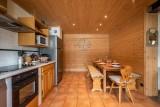 Arolle-Bouquetin-cuisine-coin-repas-location-appartement-chalet-Les-Gets