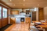 Arolle-Bouquetin-cuisine2-location-appartement-chalet-Les-Gets