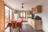 Aulnaie-2-sejour-cuisine-location-appartement-chalet-Les-Gets