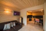 Azalees-7-salon-cuisine-location-appartement-chalet-Les-Gets