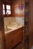 Benevy-cuisine3-location-appartement-chalet-Les-Gets