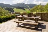 Blanchot-terrasse-ete-location-appartement-chalet-Les-Gets