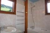 Bleuets-1-salle-de-bain-location-appartement-chalet-Les-Gets