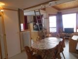 Bois-de-Lune-22-cuisine-table-location-appartement-chalet-Les-Gets