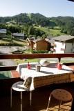 Bouillandire-A7-balcon-vue-village-location-appartement-chalet-Les-Gets