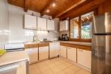 Chalet-La-Taniere-cuisine2-location-appartement-chalet-Les-Gets