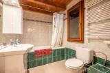 Chalet-La-Taniere-salle de bain-baignoire-location-appartement-chalet-Les-Gets