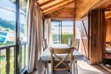 Chalet-La-Taniere-veranda-couverte-chauffee-location-appartement-chalet-Les-Gets