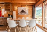 Chalet-Rose-sejour-salle-a-manger-table-location-appartement-chalet-Les-Gets