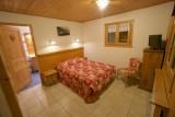Chez-Rose-chambre-lit-double-location-appartement-chalet-Les-Gets