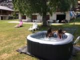 Eau-Vive-4-jardin-jacuzzi1-location-appartement-chalet-Les-Gets