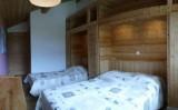 Fleur-des-Alpes-3-Rhododendron-chambre-lits-doubles-location-appartement-chalet-Les-Gets