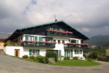 Fleur-des-Alpes-3-Rhododendron-exterieur-ete1-location-appartement-chalet-Les-Gets