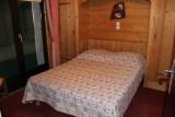 Fleur-des-Alpes-5-Lys-Martagon-chambre-lit-double-location-appartement-chalet-Les-Gets