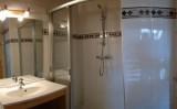 Fleur-des-Alpes-6-Gentiane-salle-de-bain1-location-appartement-chalet-Les-Gets