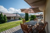 Forge-C-terrasse-ete-location-appartement-chalet-Les-Gets