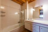 Forge-F-salle-de-bain-location-appartement-chalet-Les-Gets
