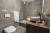 Kailash-B2-salle-de-bain-location-appartement-chalet-Les-Gets