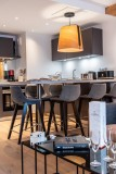 Kinabalu-14-cuisine-table-repas2-location-appartement-chalet-Les-Gets