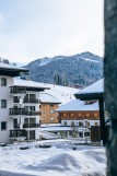 Kinabalu-16-vue-piste-hiver-location-appartement-chalet-Les-Gets