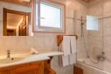 Labrador-3-pieces-4-6-personnes-salle-de-bain-location-appartement-chalet-Les-Gets