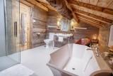 Maison-d-hiver-baignoire-sdb-location-appartement-chalet-Les-Gets