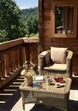 Maison-d-hiver-salon-jardin-ete-location-appartement-chalet-Les-Gets
