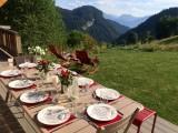 Maison-d-hiver-table-exterieure-location-appartement-chalet-Les-Gets