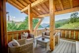 Maison-d-hiver-terrasse-salon-jardin-location-appartement-chalet-Les-Gets