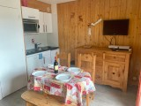 Marcelly-12-cuisine-coin-repas-location-appartement-chalet-Les-Gets