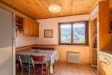 Marcelly-16-table-repas-location-appartement-chalet-Les-Gets