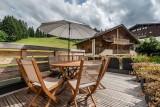 Maroussia-C2-terrasse-ete-location-appartement-chalet-Les-Gets