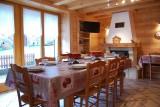 Metrallins-Perce-Neige-salle-a-manger-location-appartement-chalet-Les-Gets