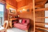 Moudon-Chalet17-sejour-canape-convertible-location-appartement-chalet-Les-Gets