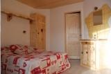 Refuge-chambre-lit-double-location-appartement-chalet-Les-Gets