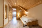 Rhodos-10-couloir-lit-gigogne1-location-appartement-chalet-Les-Gets