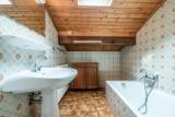 Roitelet-Les-Aires-salle-de-bain-baignoire-location-appartement-chalet-Les-Gets