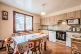 Roitelet-Les-Plagnes-sejour-cuisine-salle-a-manger-chalet-location-appartement-chalet-Les-Gets