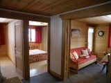 Sapiniere-6-couloir-location-appartement-chalet-Les-Gets