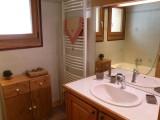 Sapiniere-8-salle-de-bain-location-appartement-chalet-Les-Gets