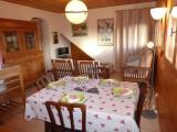 Versant-du-Soleil-Perce-Neige-table-repas-location-appartement-chalet-Les-Gets