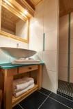 Vinson-salle-de-bain-douche-location-appartement-chalet-Les-Gets