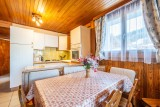 Wilky-1-cuisine-coin-repas-location-appartement-chalet-Les-Gets