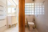 Wilky-1-salle-de-bain-wc-location-appartement-chalet-Les-Gets