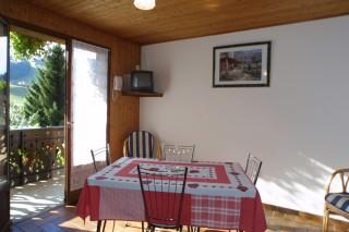 Fauvettes-3-Mont-Chery-salle-a-manger-location-appartement-chalet-Les-Gets